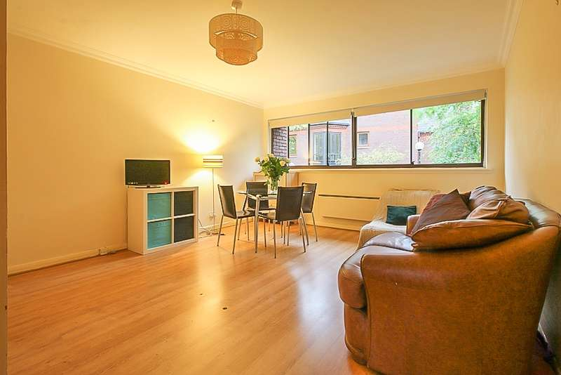 Apartment Flat for sale in Union Court, Richmond, Middlesex, TW9