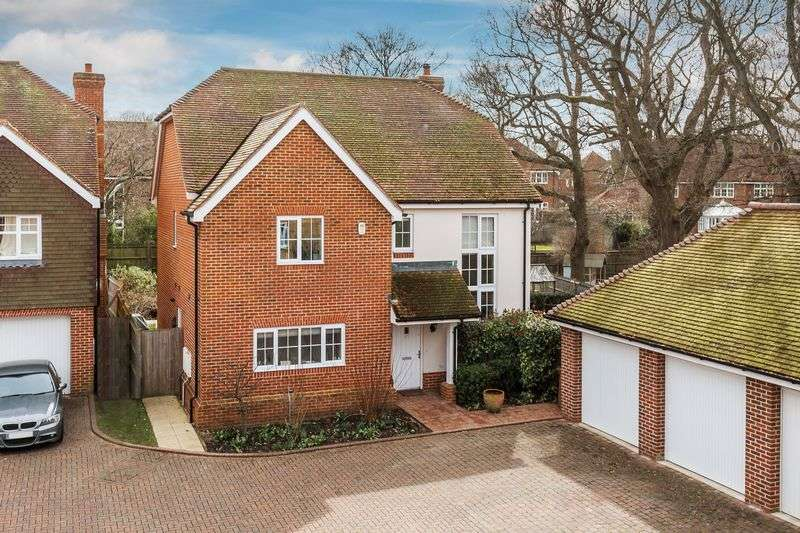 4 Bedrooms Detached House for sale in Knox Road, Guildford