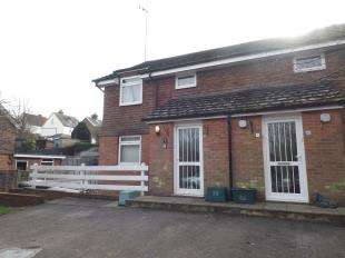 2 Bedrooms Flat for sale in Eden Court, Vale Road, Hawkhurst, Cranbrook