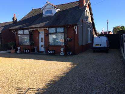 4 Bedrooms Bungalow for sale in Lytham Road, Warton, Preston, Lancashire, PR4