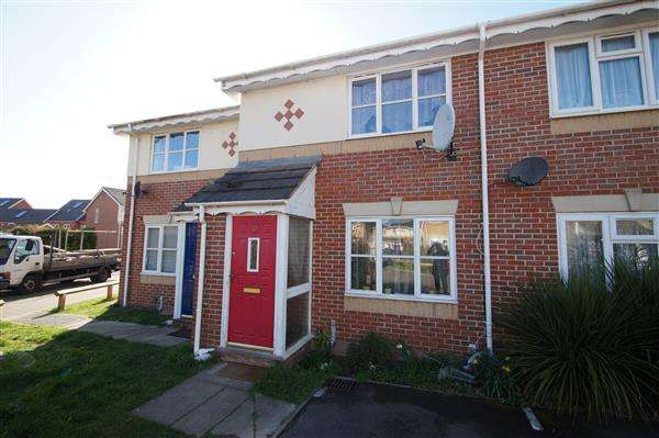 2 Bedrooms Terraced House for sale in Palace Close, Cippenham