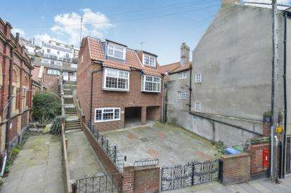 2 Bedrooms House for sale in Church Street, Whitby, North Yorkshire