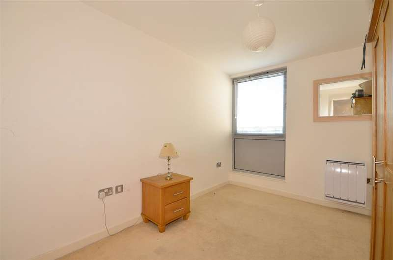 2 Bedrooms Apartment Flat for sale in Cross Street, Portsmouth, Hampshire