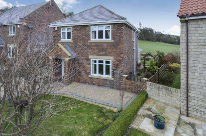 3 Bedrooms House for sale in Linden Close, Briggswath, Whitby, North Yorkshire