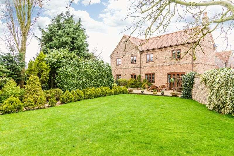 4 Bedrooms Detached House for sale in Russet Lane, Wrawby
