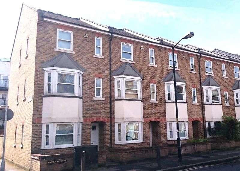 3 Bedrooms Terraced House for sale in Merrow Street,