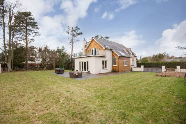 5 Bedrooms Detached House for sale in Golf Course Road, Blairgowrie, Perthshire, PH10 6LF