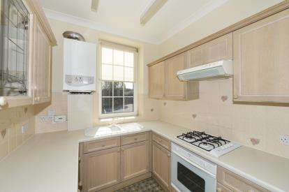 2 Bedrooms Flat for sale in Royal Crescent, Whitby, North Yorkshire
