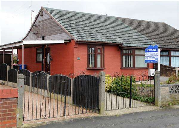 2 Bedrooms Bungalow for sale in 64 Sandy Lane, Irlam M44 6WJ