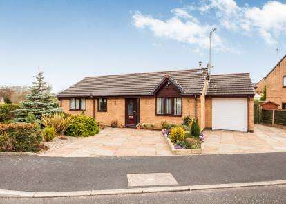 2 Bedrooms Bungalow for sale in Printers Fold, Burnley, Lancashire, Burnley