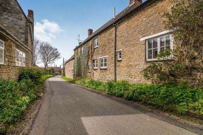 2 Bedrooms End Of Terrace House for sale in Field Way, Helmdon, Brackley, Northamptonshire