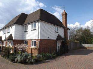3 Bedrooms Semi Detached House for sale in Eton Place, The Moor, Cranbrook, Kent