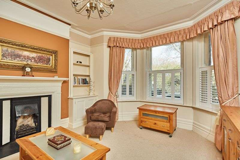 4 Bedrooms Flat for sale in Grantully Road, London