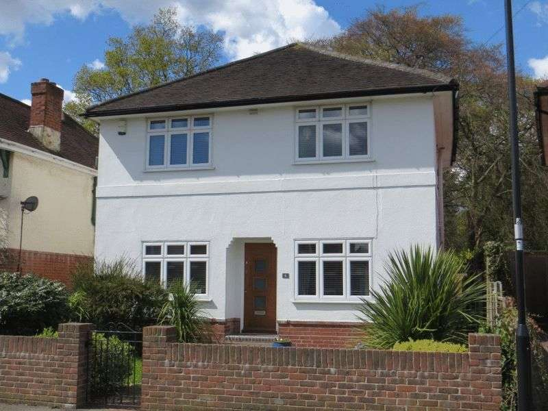 3 Bedrooms Detached House for sale in Carisbrooke Drive, Bitterne