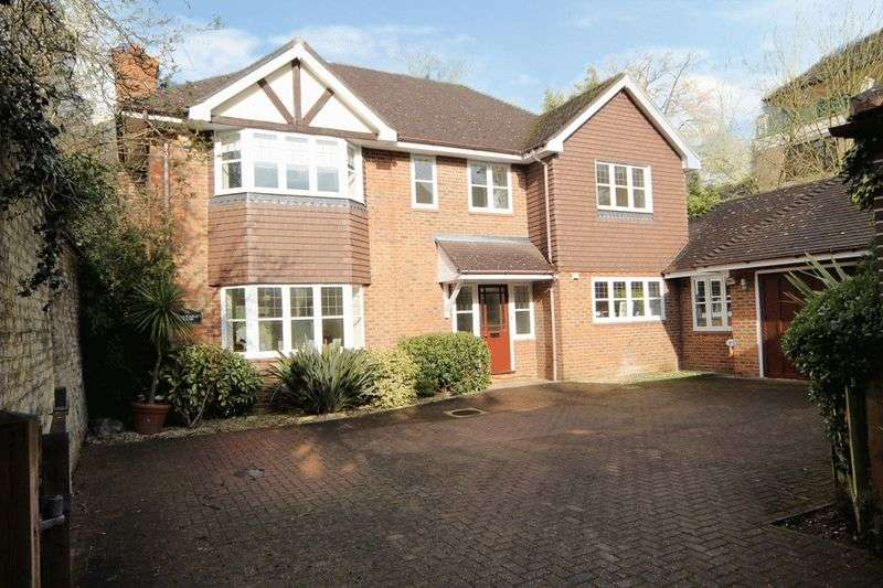 5 Bedrooms Detached House for sale in High Road, Bushey Heath