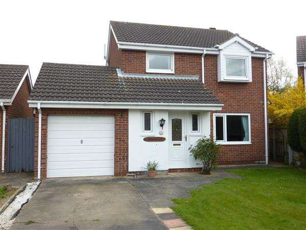 3 Bedrooms Detached House for sale in LIME GROVE, HOLTON LE CLAY, GRIMSBY