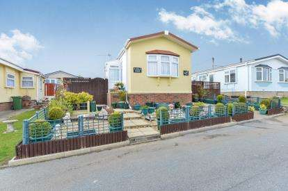 2 Bedrooms Bungalow for sale in Folly Lane, East Cowes, Isle Of Wight