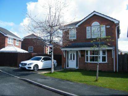 4 Bedrooms Detached House for sale in Poplar Drive, Coppull, Chorley, Lancashire, PR7