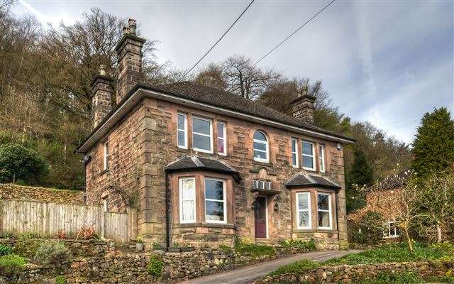4 Bedrooms Detached House for sale in Lake Road, Rudyard, Staffordshire, ST13 8RN