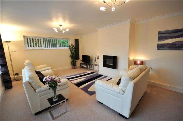 2 Bedrooms Flat for sale in Alyth Road, TALBOT WOODS