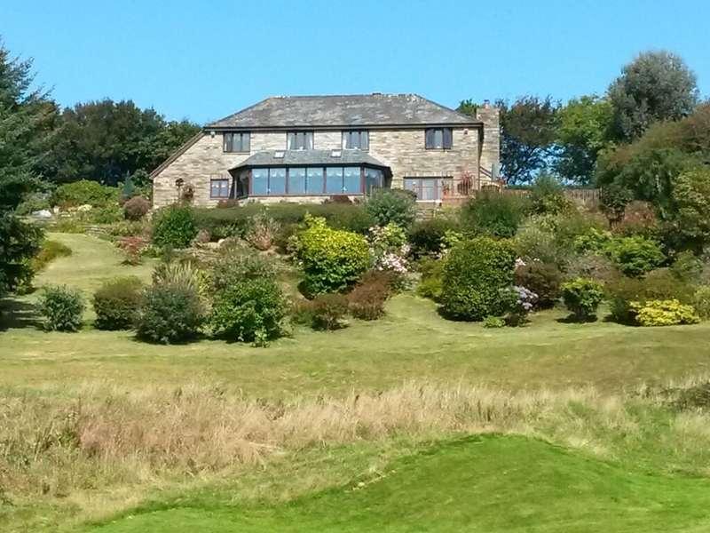 5 Bedrooms Detached House for sale in Linkside, St Mellion, Cornwall, PL12