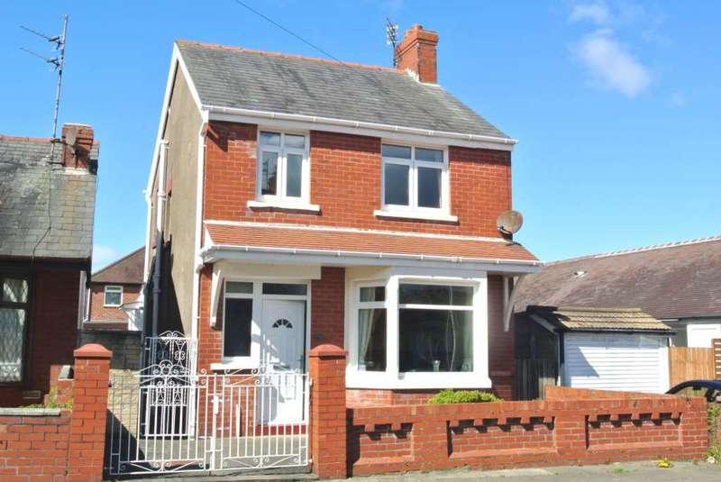 3 Bedrooms Detached House for sale in Highgate, Blackpool, FY4 2QJ