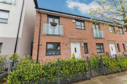 3 Bedrooms Semi Detached House for sale in Camp Street, Salford, Greater Manchester