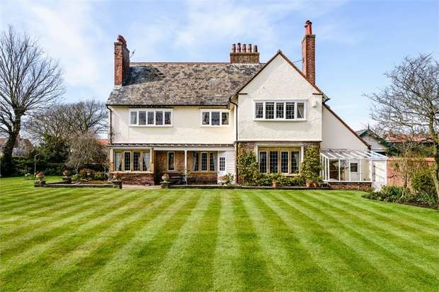6 Bedrooms Detached House for sale in St Patricks Road South, Lytham St Annes, Lancashire