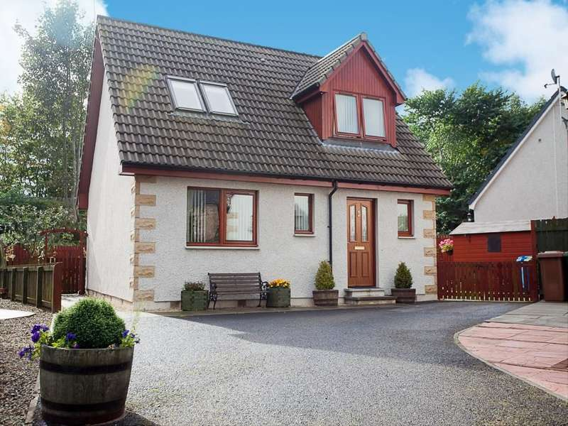 3 Bedrooms Detached House for sale in Garden Square, Alness, IV17