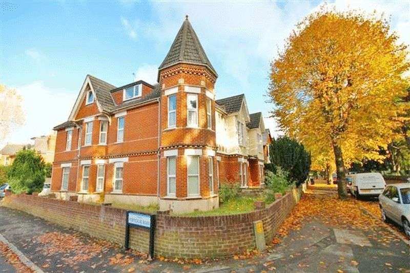 2 Bedrooms Flat for sale in Fortescue Road, Bournemouth