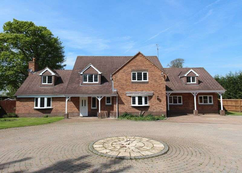 5 Bedrooms Detached House for sale in Incredible Five Bedroom House With Private Garden and Swimming pool - Stamford