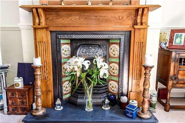 3 Bedrooms Semi Detached House for sale in Sandhurst Road, Charlton Kings, CHELTENHAM, Gloucestershire, GL52 6LJ