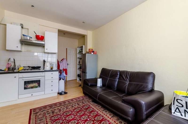 1 Bedroom Flat for sale in Holt Road, Silvertown, E16