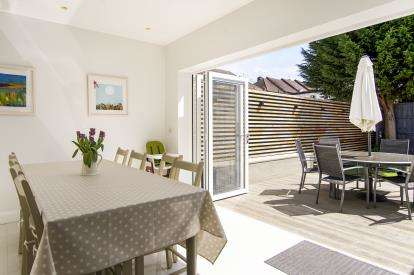 4 Bedrooms House for sale in Kinloch Drive, London, Kingsbury, London