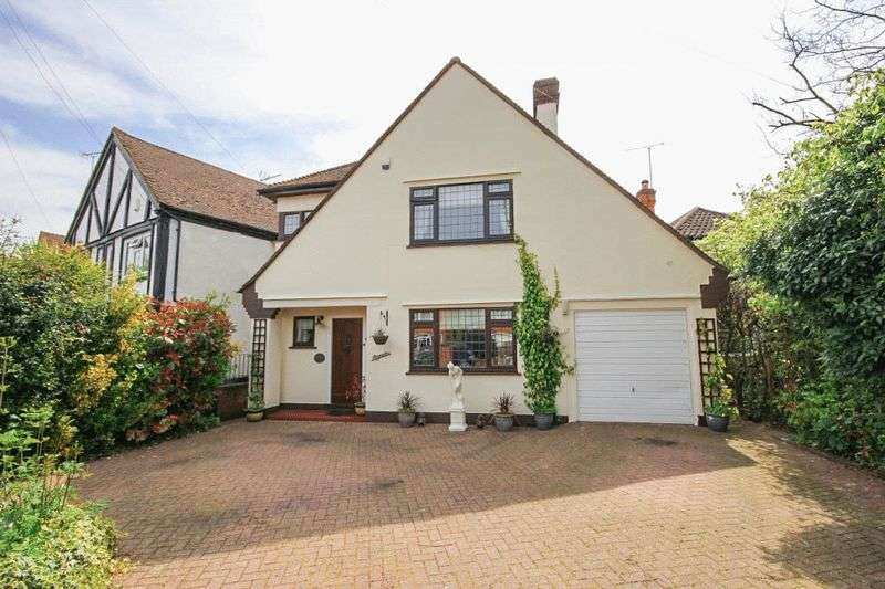 3 Bedrooms Detached House for sale in Silver Birch Avenue, North Weald/Epping, Essex, CM16