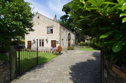 3 Bedrooms Barn Conversion Character Property for sale in Loveclough Fold, Loveclough, Rossendale, Lancashire, BB4