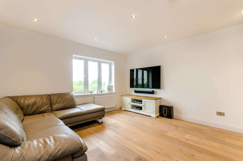 2 Bedrooms Flat for sale in Glamis Place, Limehouse, E1W