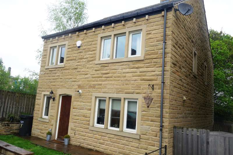 4 Bedrooms Detached House for sale in Pear Tree Close, Lightcliffe, Halifax, HX3 8RY
