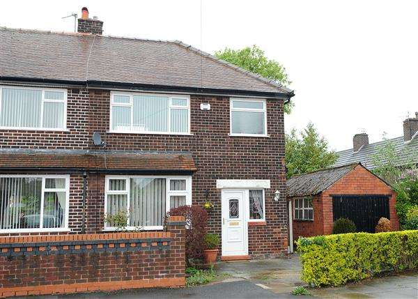 3 Bedrooms Semi Detached House for sale in 4 Rose Crescent, Irlam M44 6AP