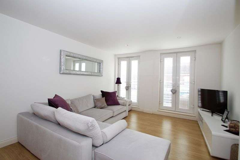 2 Bedrooms Flat for sale in High Road, Loughton