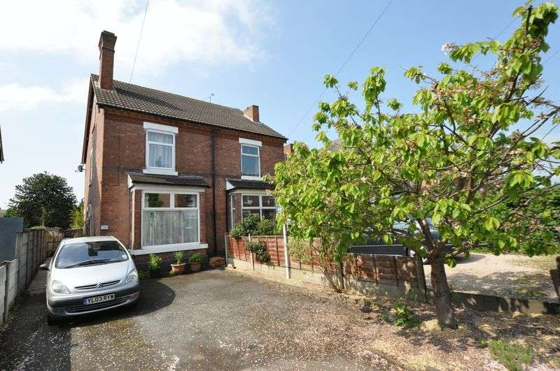 3 Bedrooms Semi Detached House for sale in Shobnall Road, Shobnall