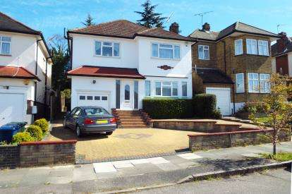 3 Bedrooms Detached House for sale in Manor Drive, Southgate, London