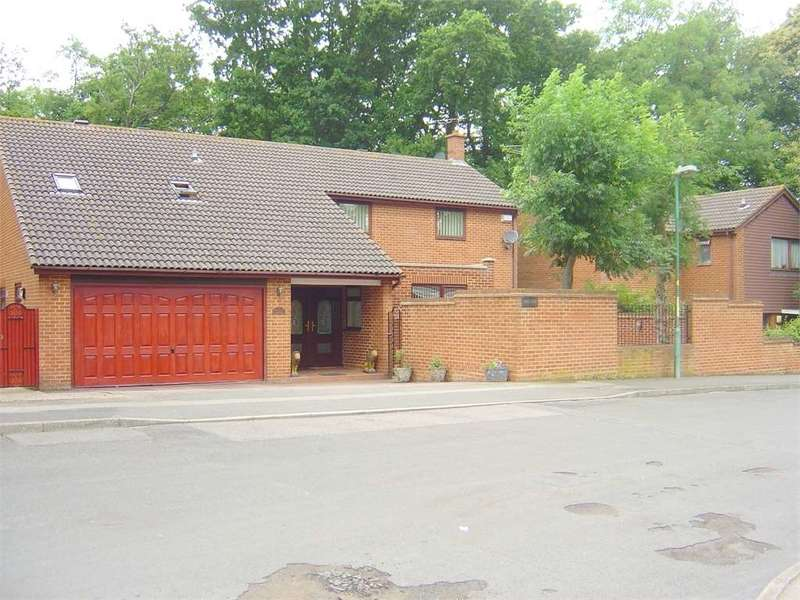 5 Bedrooms House for sale in Lambsfrith Grove, Hempstead