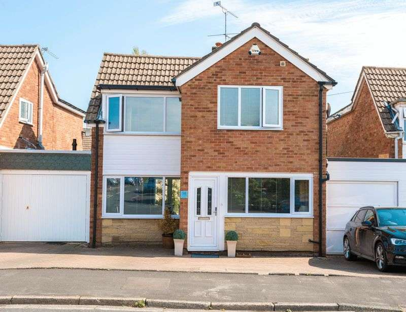 3 Bedrooms Detached House for sale in Delph Common Road