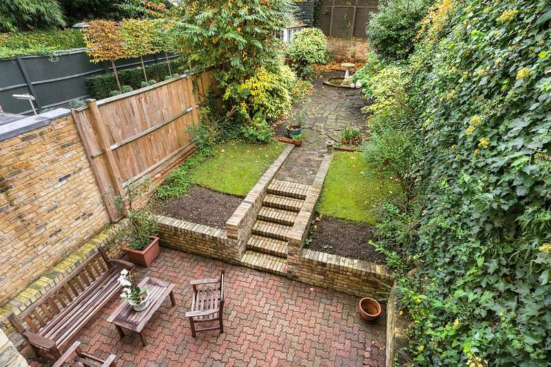 4 Bedrooms Maisonette Flat for sale in Elm Park Road, London, SW3