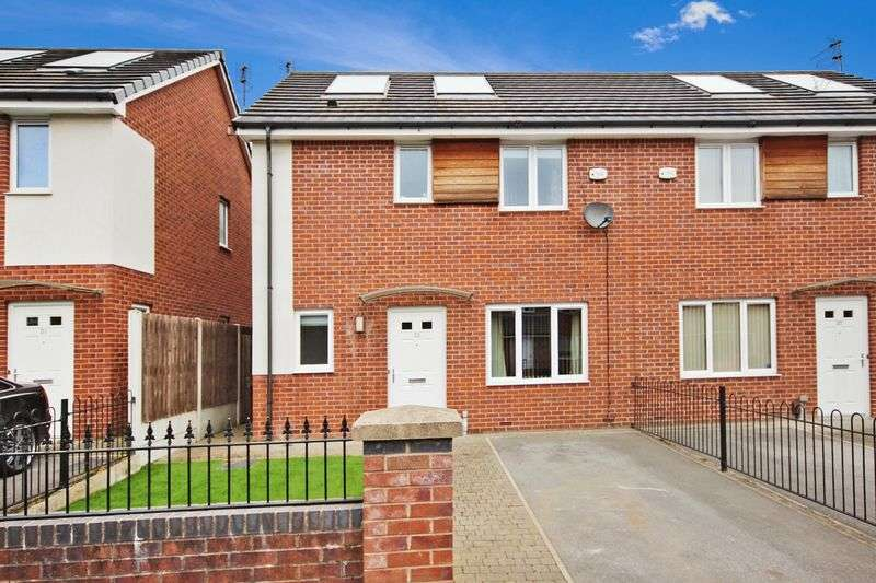 3 Bedrooms Semi Detached House for sale in Blackleach Drive, Walkden, M28