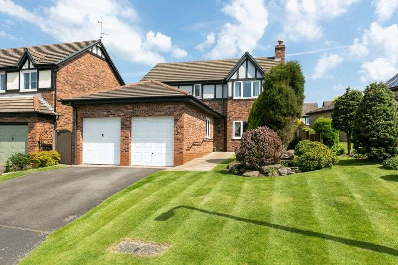 4 Bedrooms Detached House for sale in Stonegate Fold, Heath Charnock, PR6 9DX