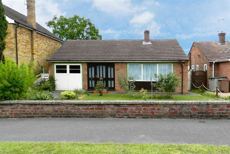 2 Bedrooms Bungalow for sale in Larkswood Drive, Crowthorne