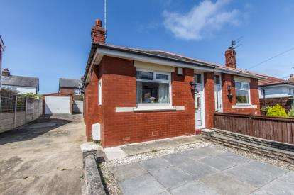 2 Bedrooms Bungalow for sale in Kelvin Road, Thornton-Cleveleys, Lancashire, FY5