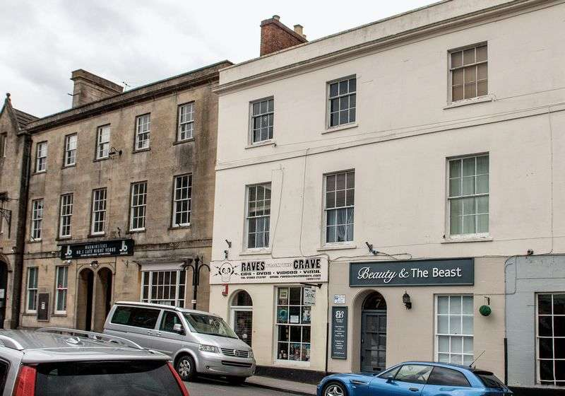 2 Bedrooms Flat for sale in Weymouth Street, Warminster